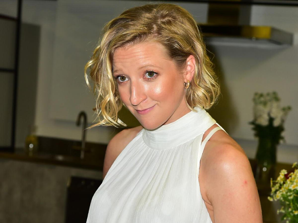Lara Gessler w białej sukni