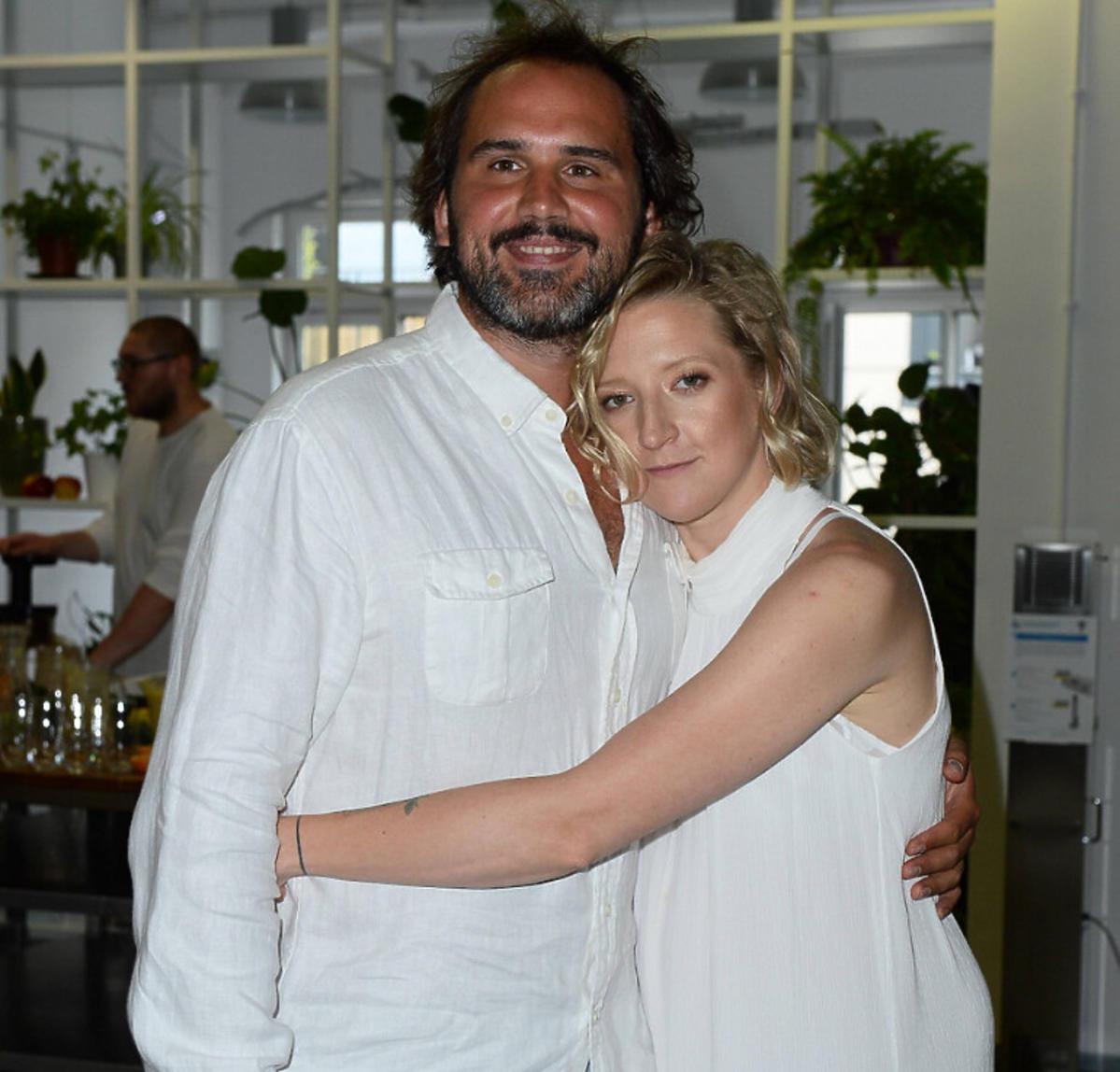 Lara Gessler z partnerem