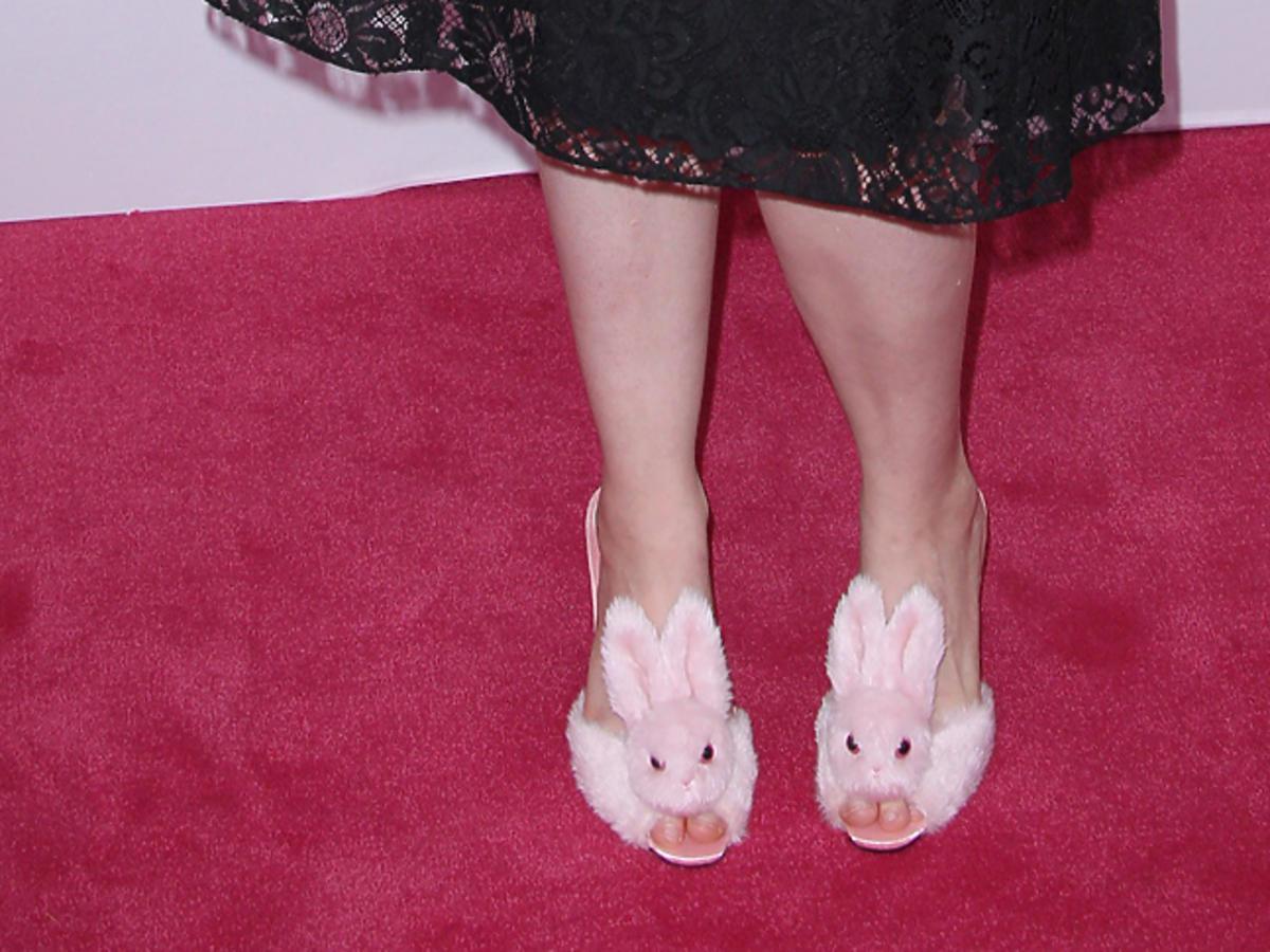 Lena Dunham w butach z królikami