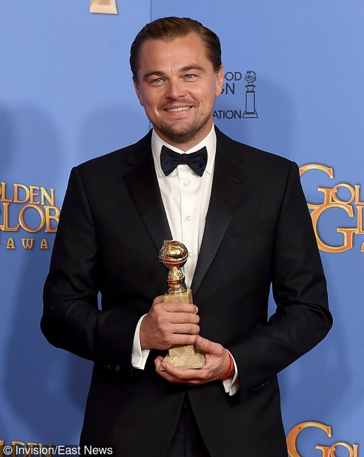 Leonardo DiCaprio w czarnym skokingu Złote Globy 2016