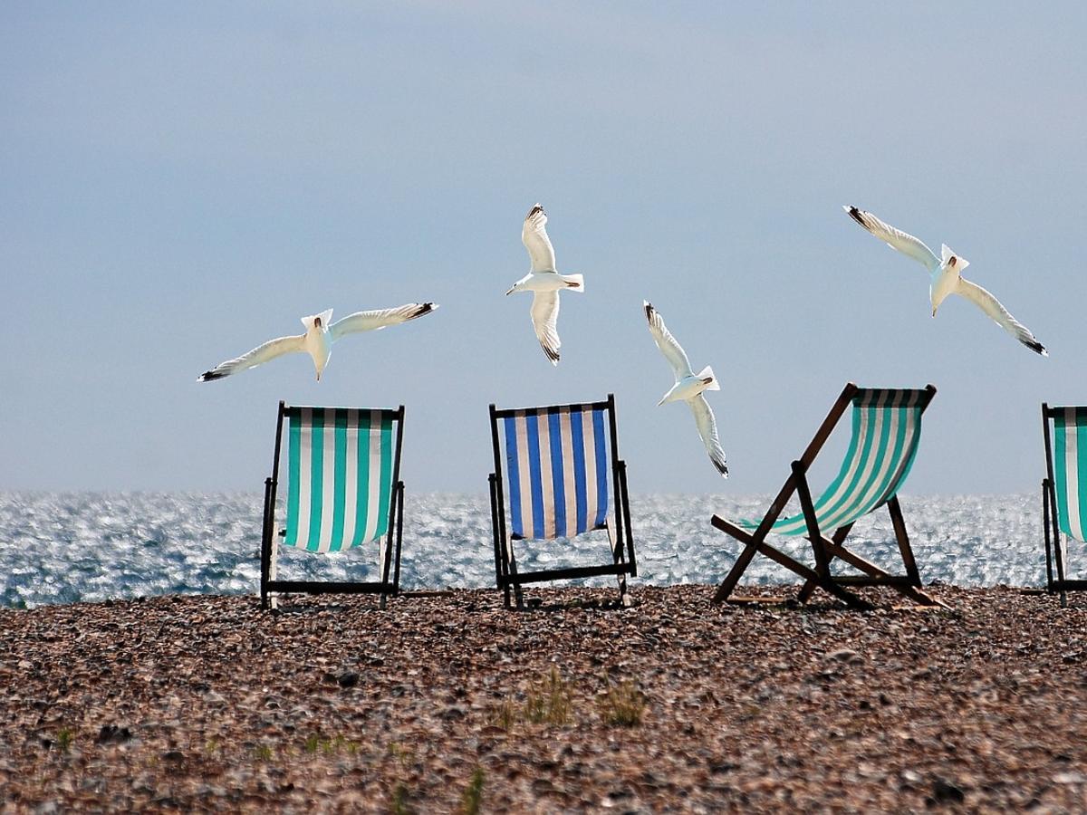Leżaki nad morzem