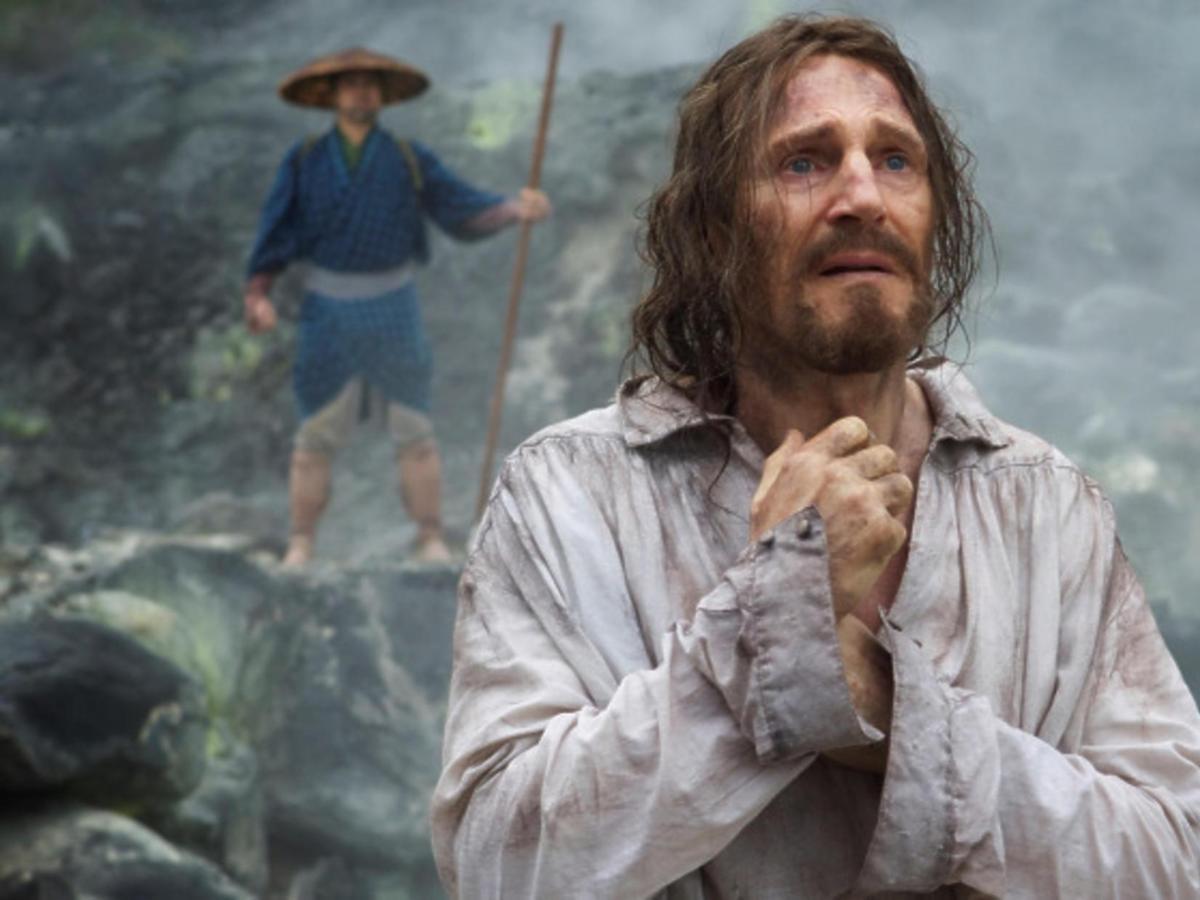 Liam Neeson w filmie Milczenie