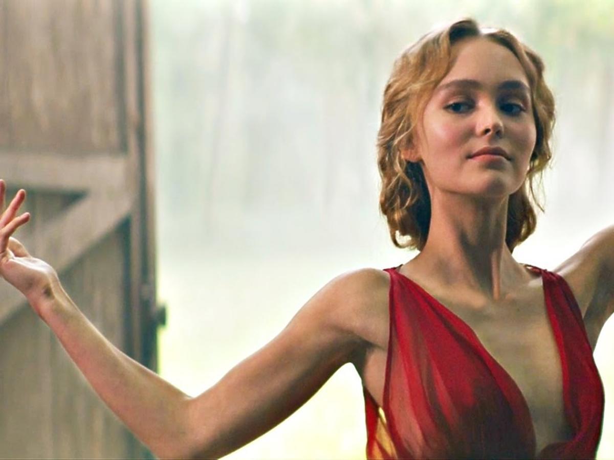 Lily-Rose Depp jako Isadora Duncan w filmie Tancerka