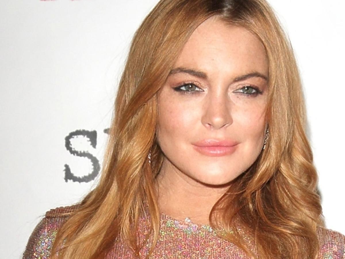 Lindsay Lohan w halogenowej sukience w National Liberal Club