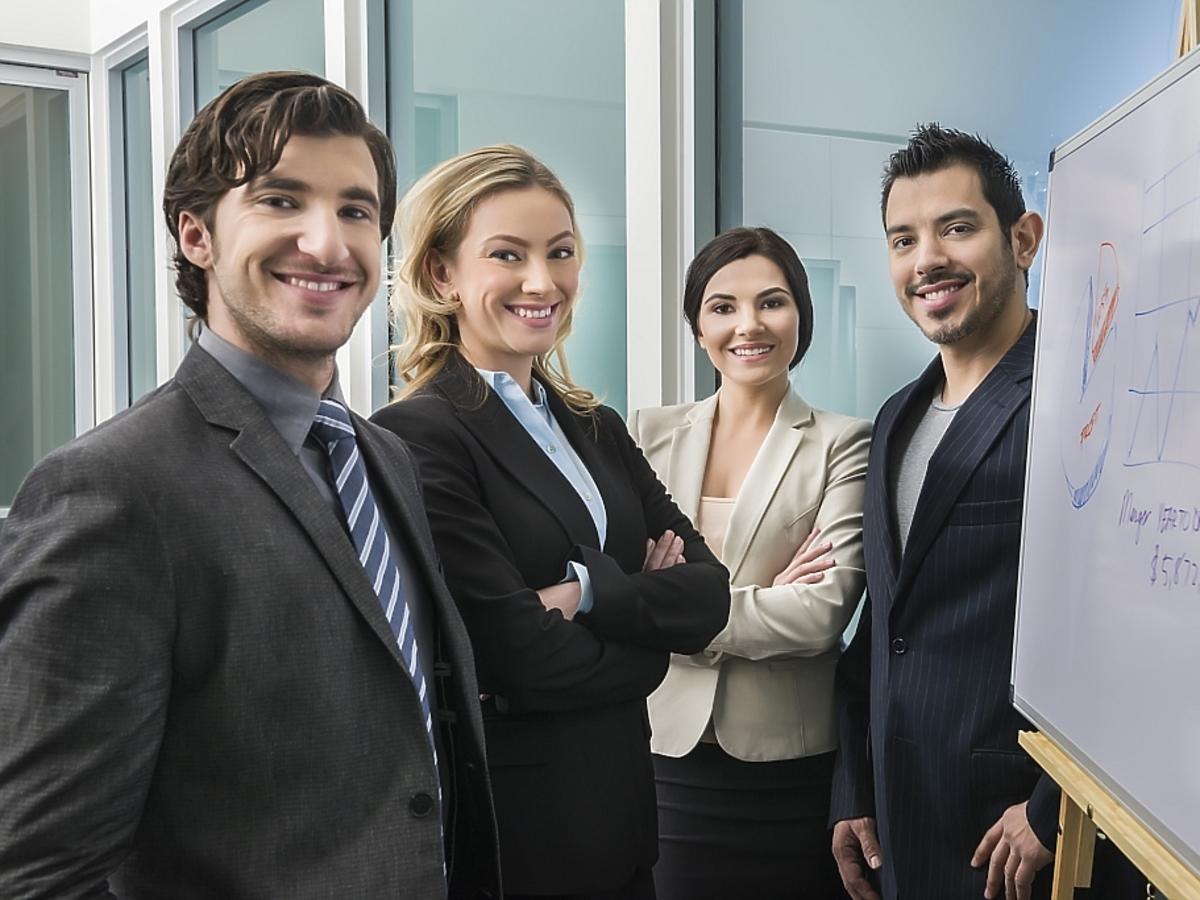 ludzie zajmujący się biznesem