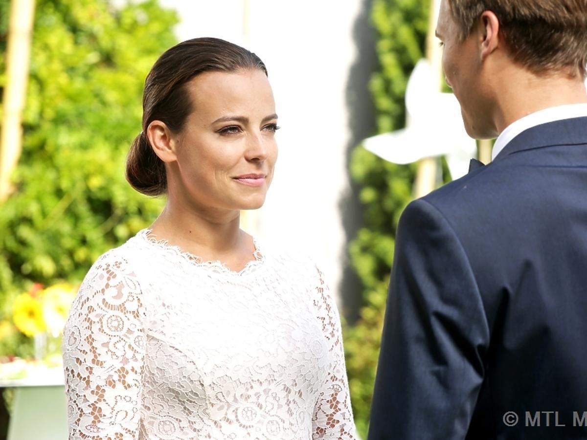 M jak Miłość odcinek 1185, Anna Mucha w sukni ślubnej, Maurycy Popiel
