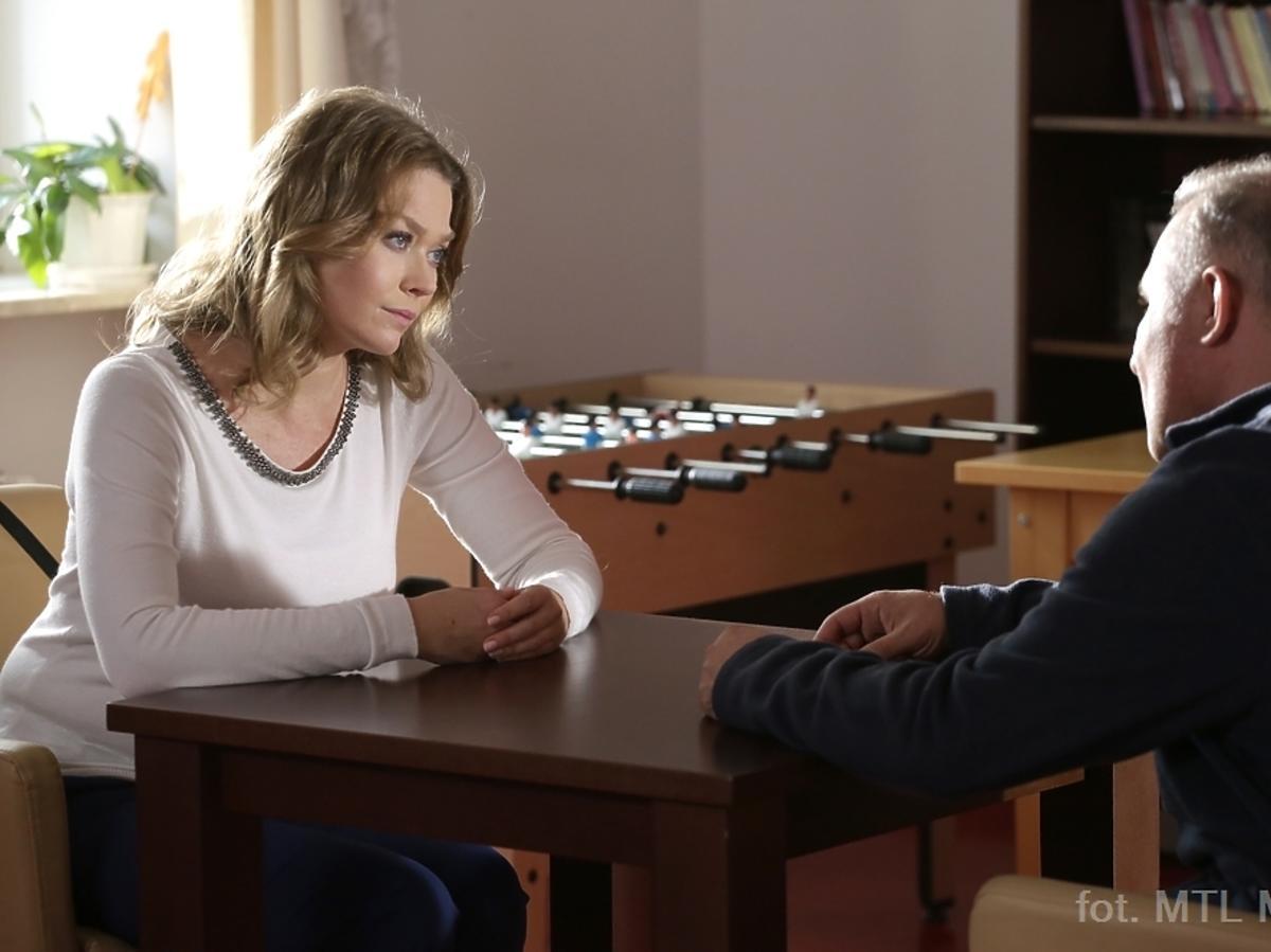 M jak Miłość odcinek 1194 i 1195, Tamara Arciuch w szarym swetrze