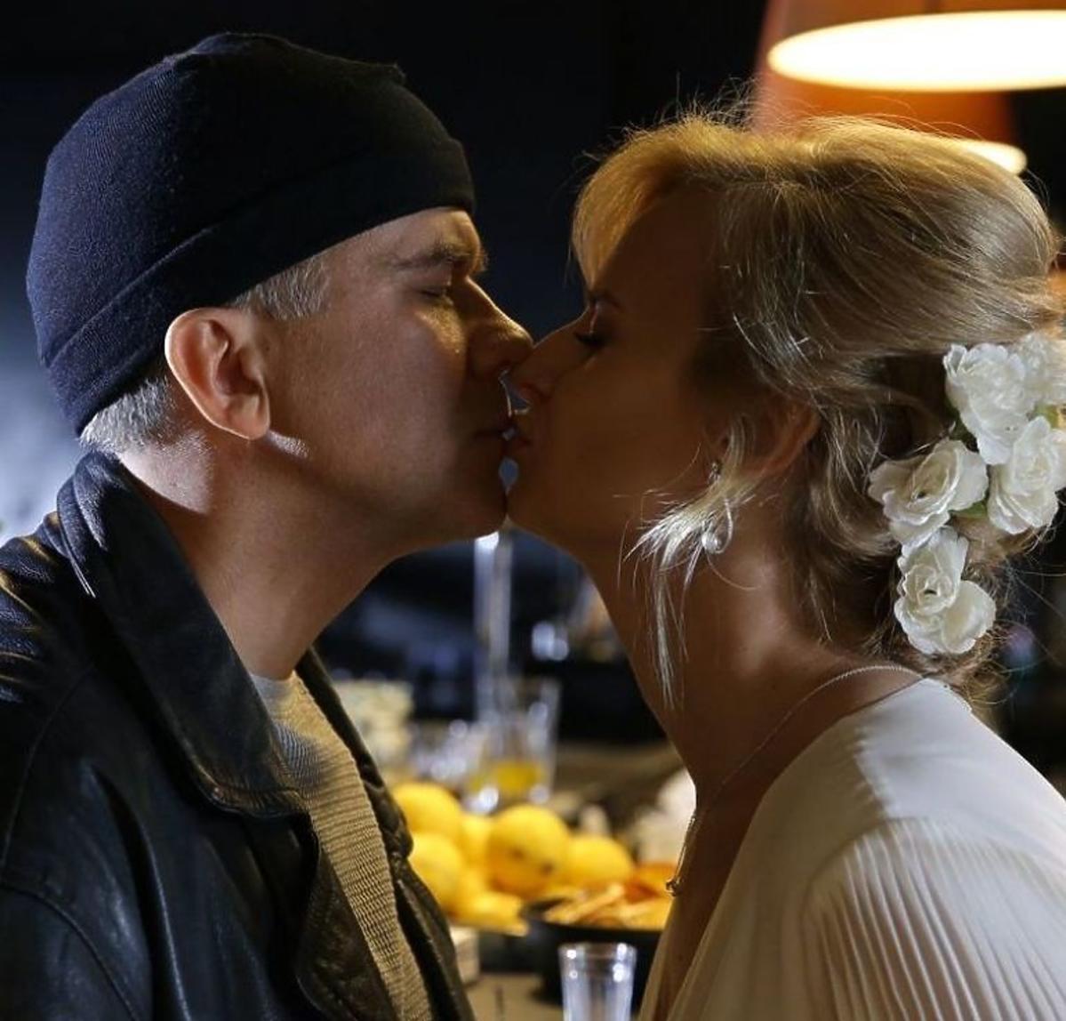 M jak miłość: Sonia całuje Leona