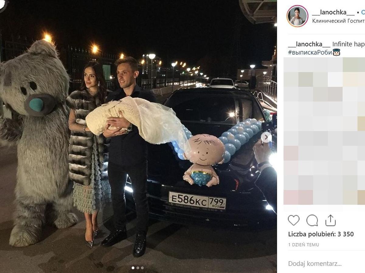 Maciej Rybus odebrał żonę i syna ze szpitala