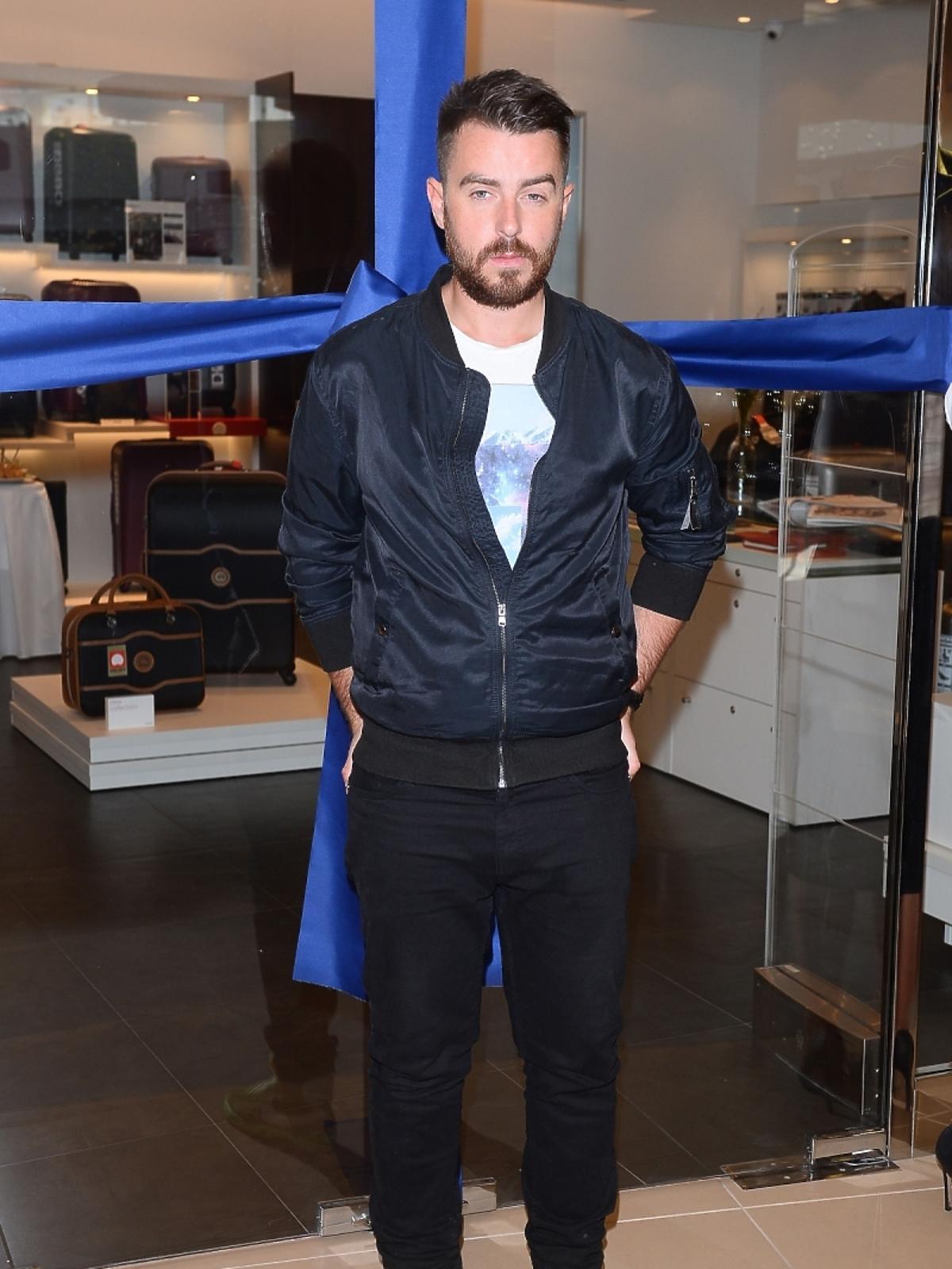 Maciej Sieradzky podczas otwarcia salonu Desley