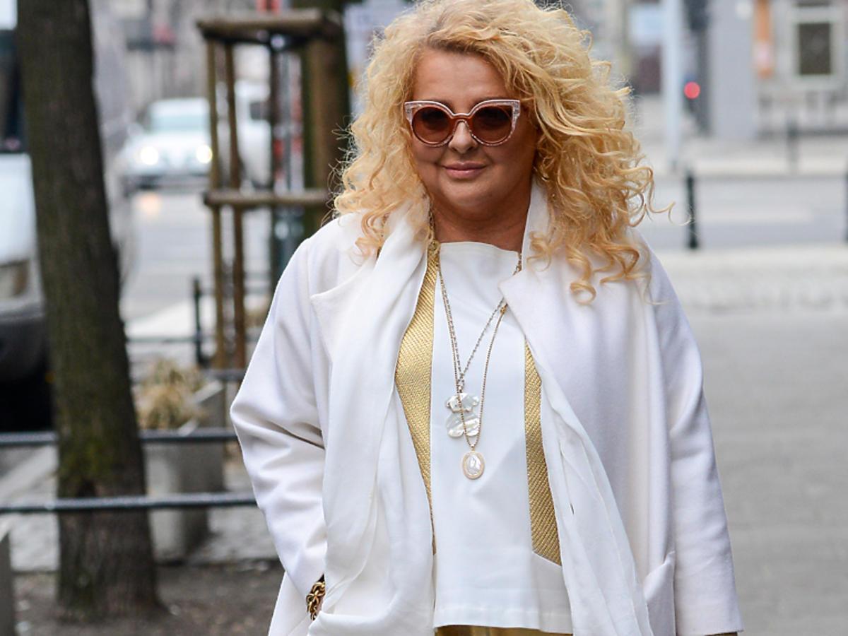 Magda Gessler w białym płaszczu