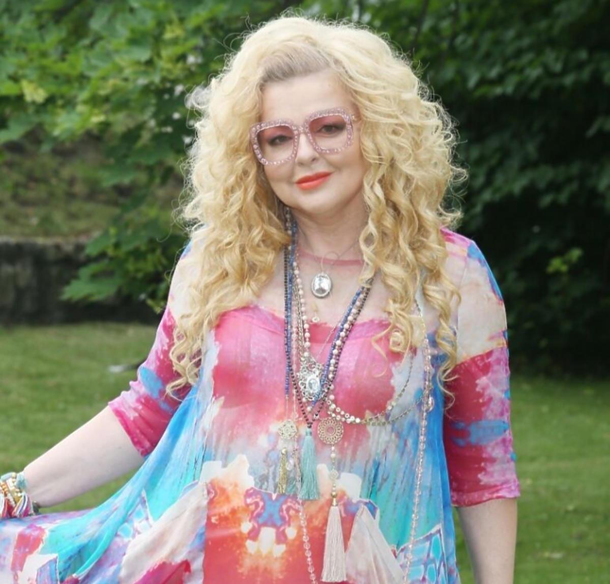 Magda Gessler w kolorowej sukience