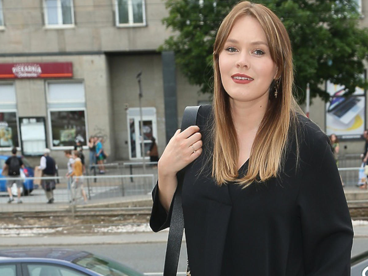 Magda Lamparska w czarnej sukience