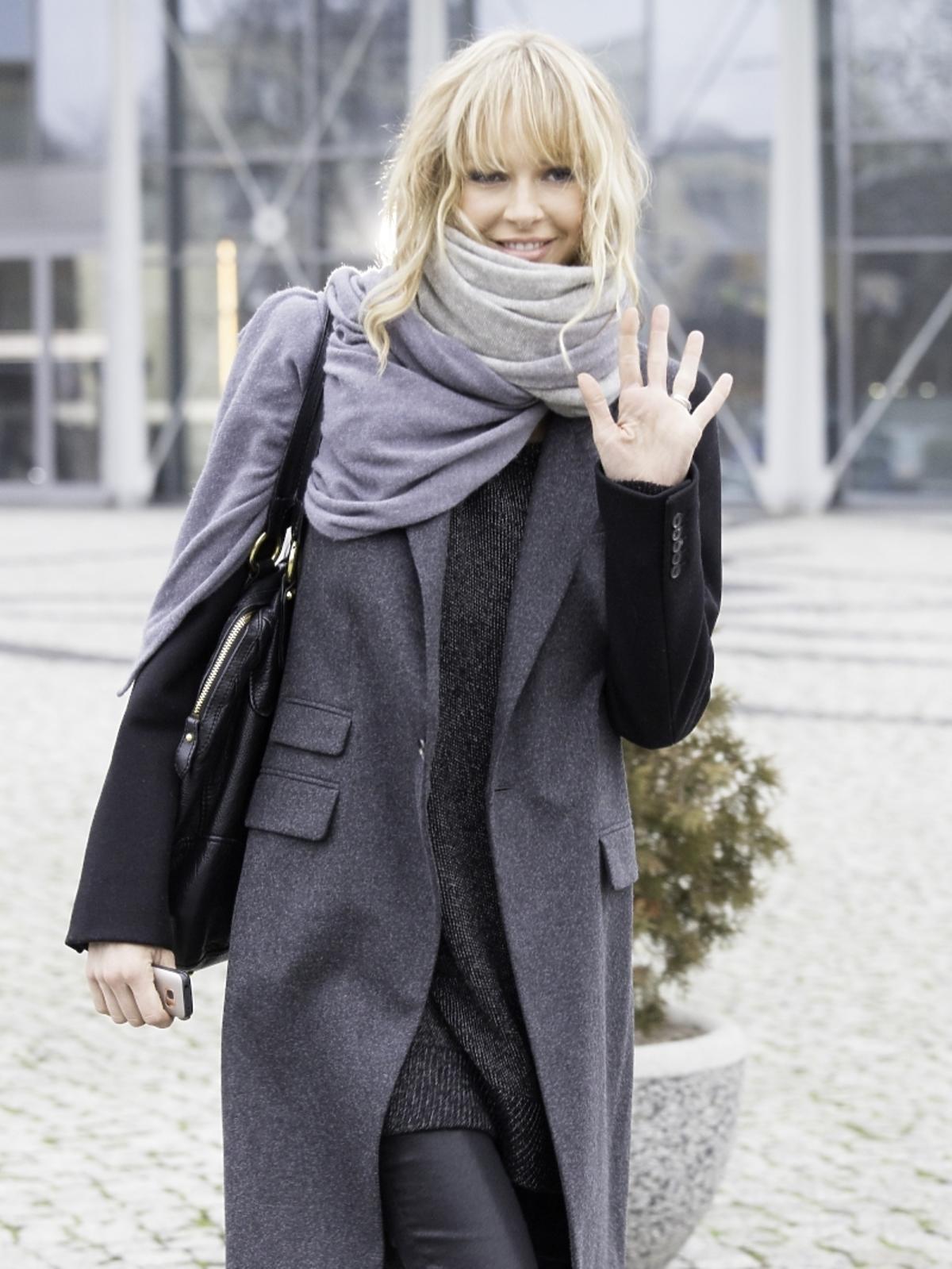 Magda Mielcarz pod studiem TVP