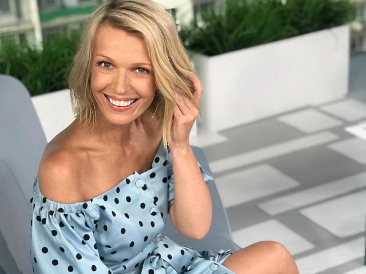 Magda Mołek w niebieskiej sukience w groszki marki Harmnni