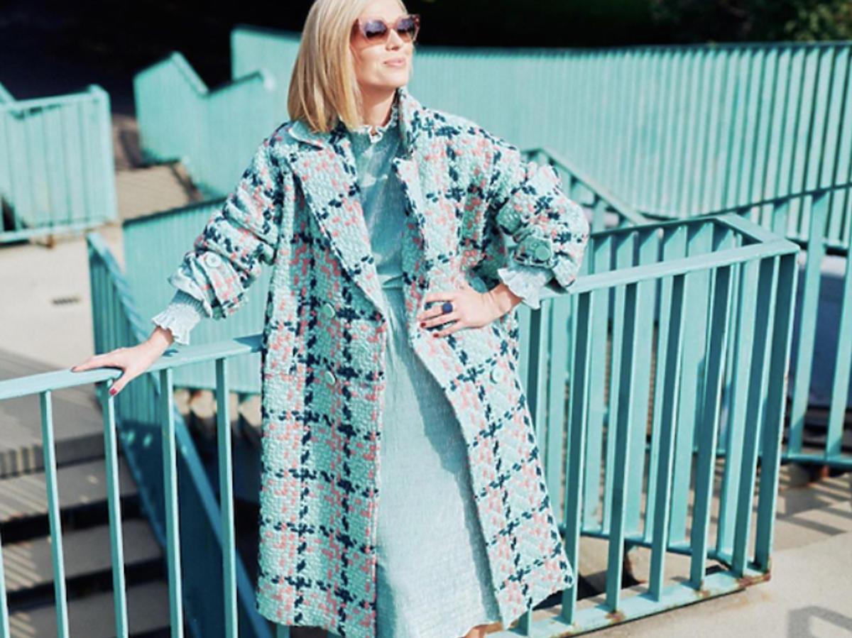 Magda Mołek w turkusowym płaszczu