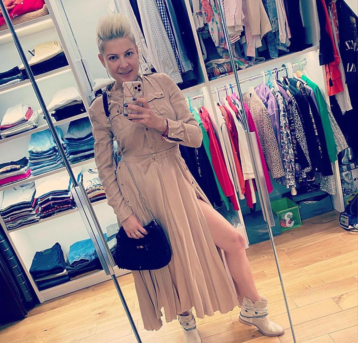 Magda Narożna w garderobie
