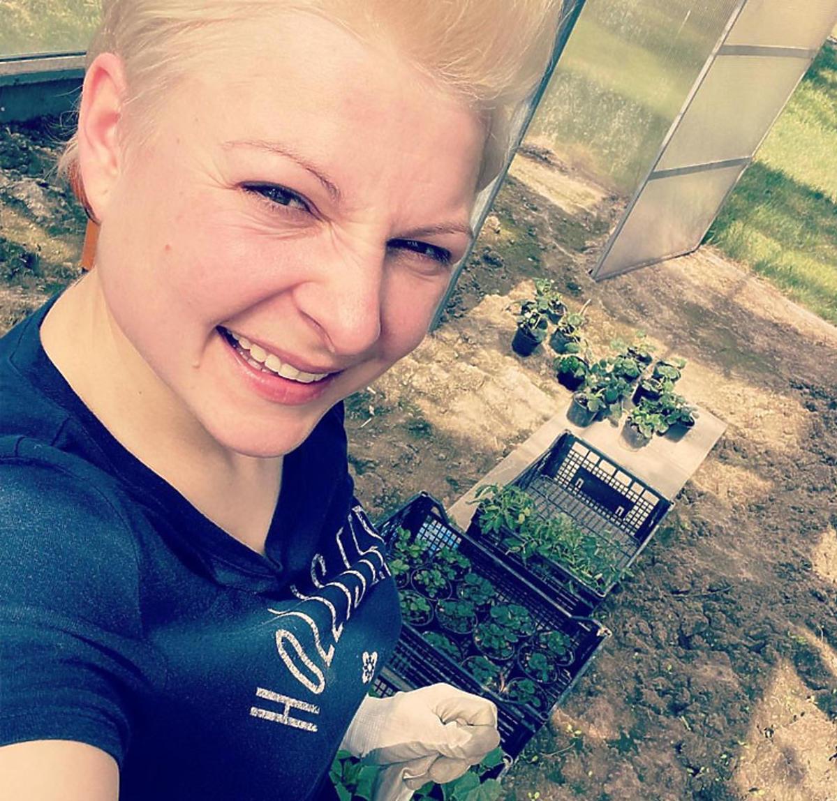 Magda Narożna w ogrodzie