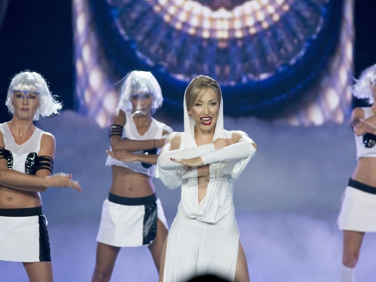 Magda Steczkowska jako Kylie Minogue w Twoja Twarz Brzmi Znajomo