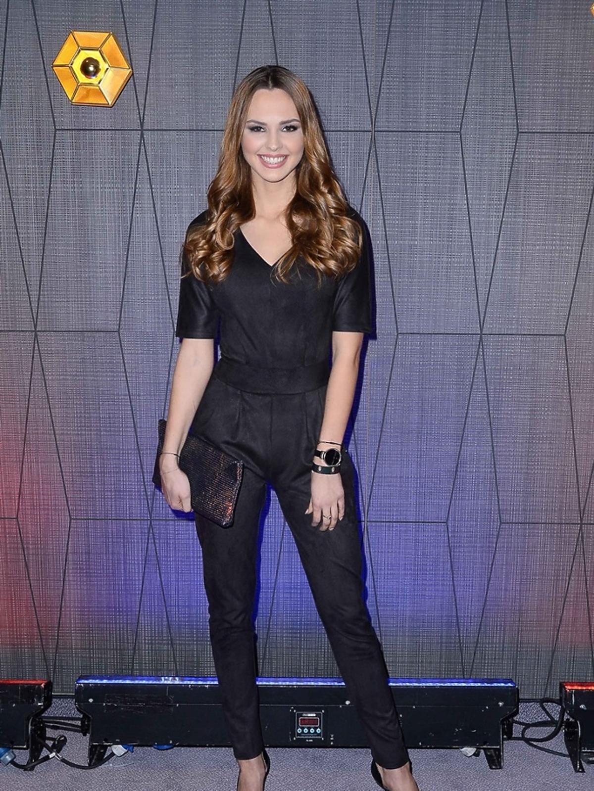 Magdalena Bieńkowska w czarnej bluzce