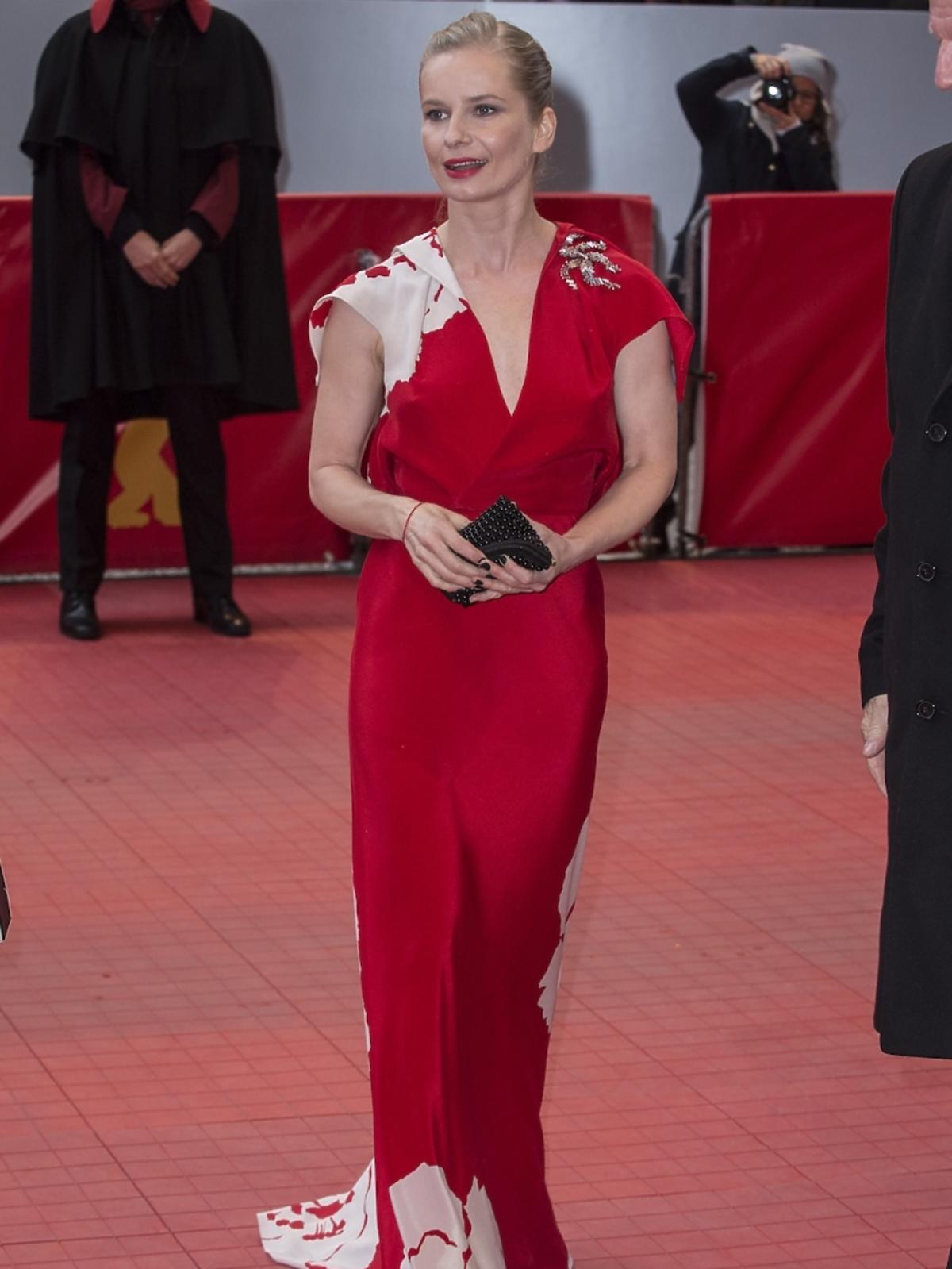 Magdalena Cielecka w czerowonej sukni na czerwonym dywanie w Berlinie