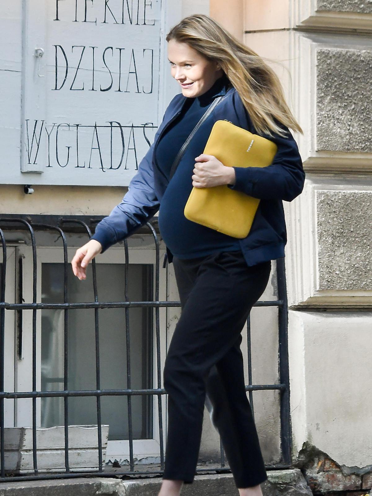 Magdalena Lamparska z dużym ciążowym brzuszkiem