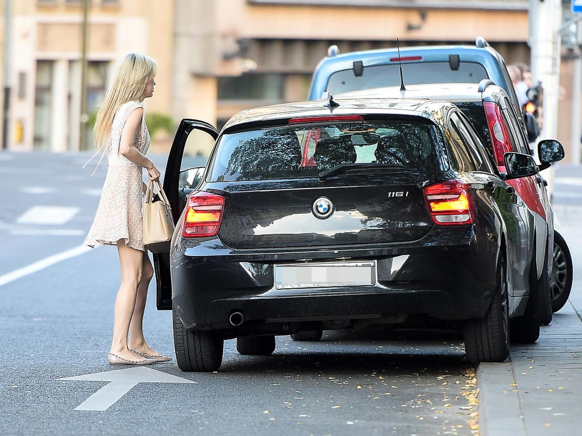 Magdalena Ogórek łapie parkuje na zakazie!