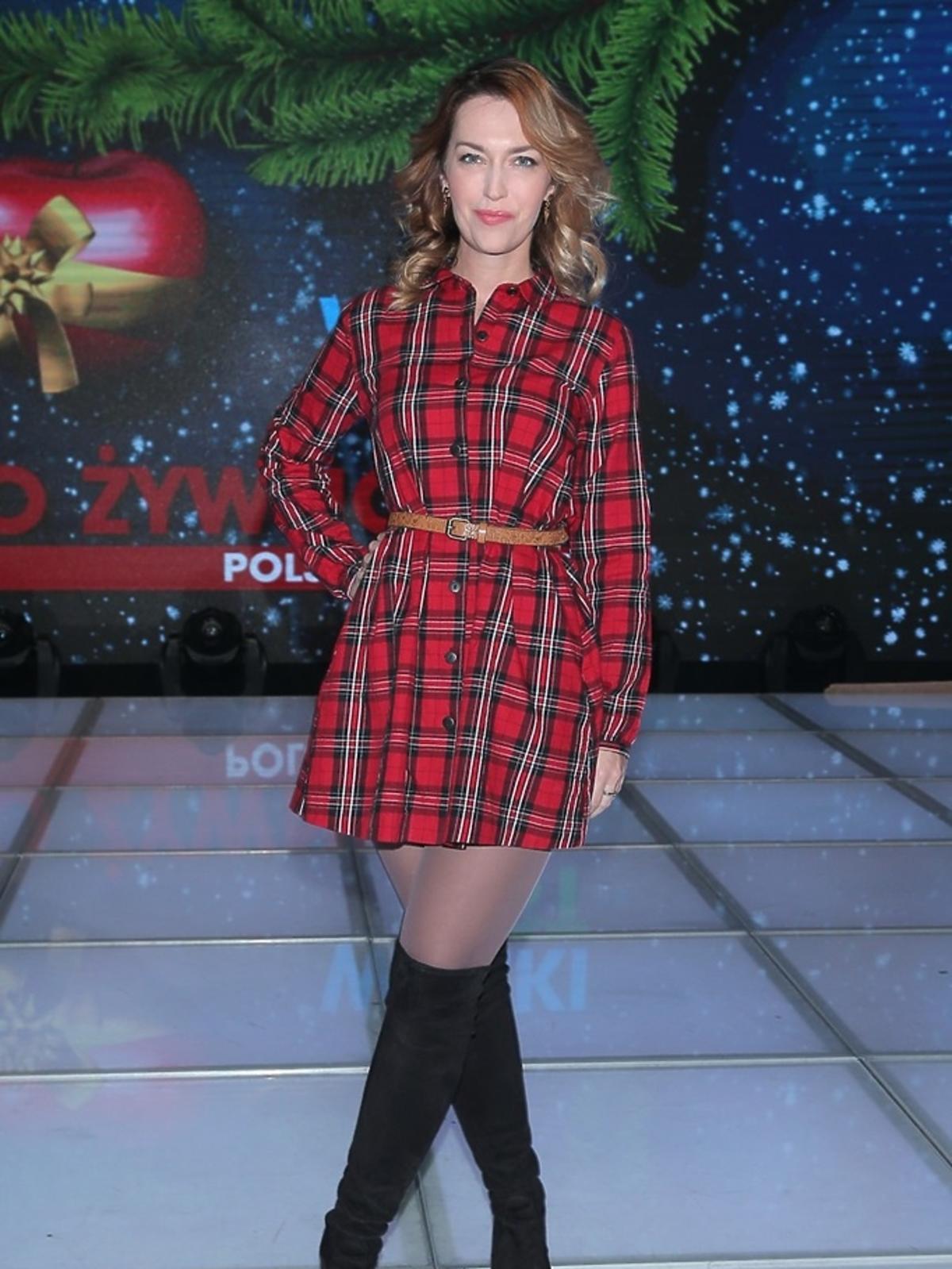 Magdalena Waligórska w sukience w kratkę