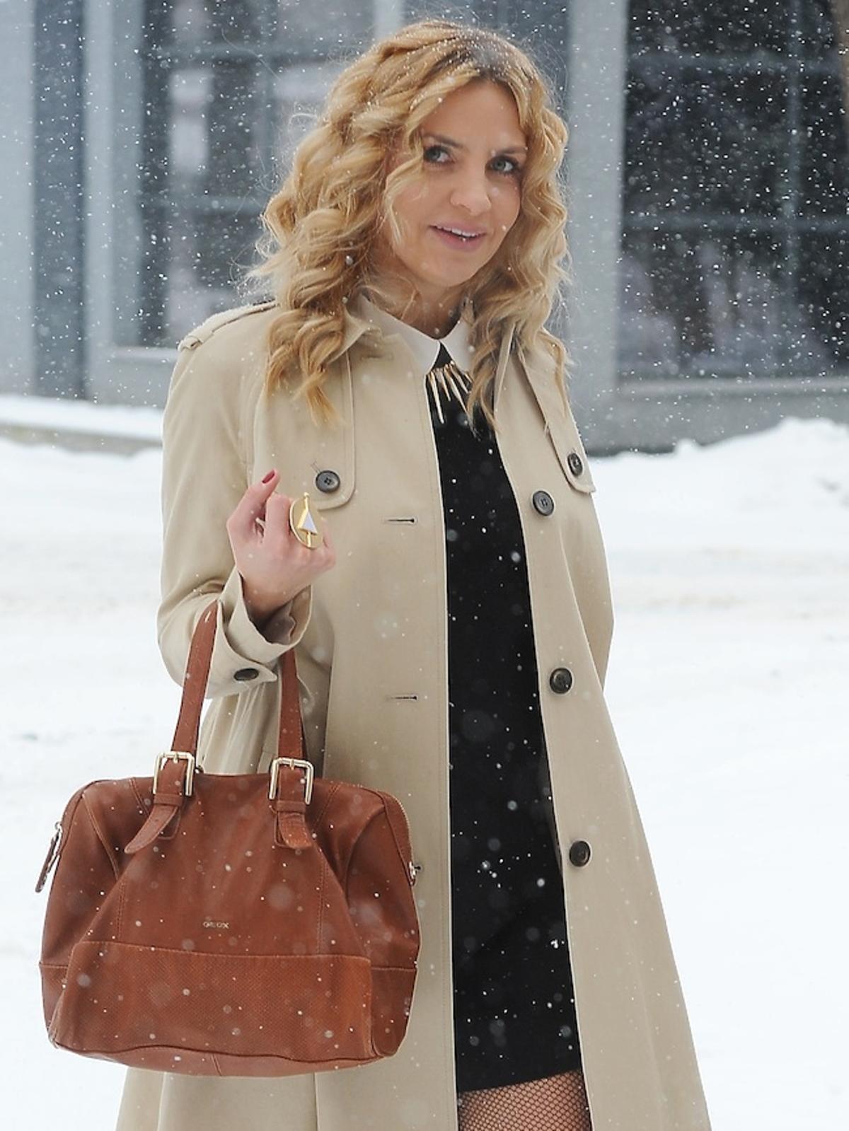 Maja Frykowska w zimowej stylizacji na ulicach Warszawy