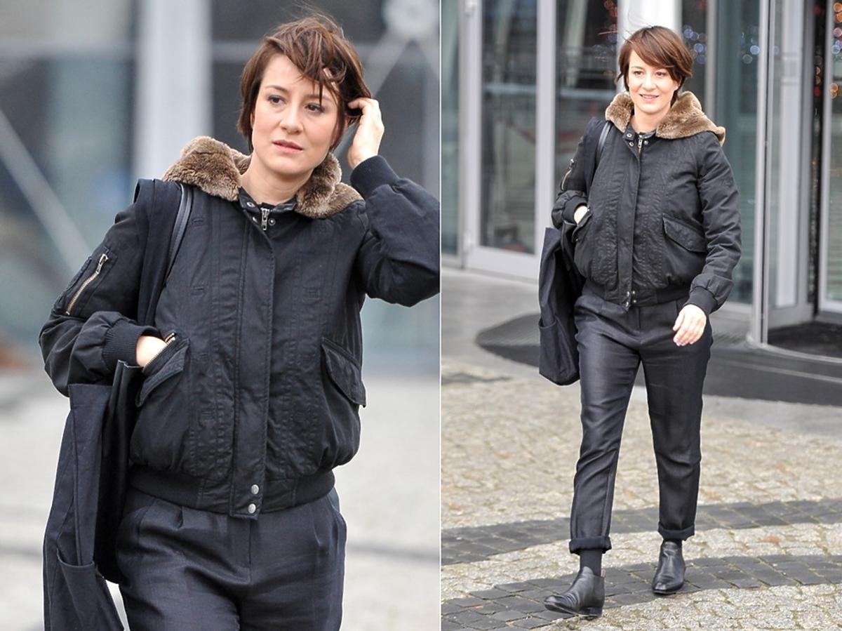 Maja Ostaszewska w czarnej kurtce