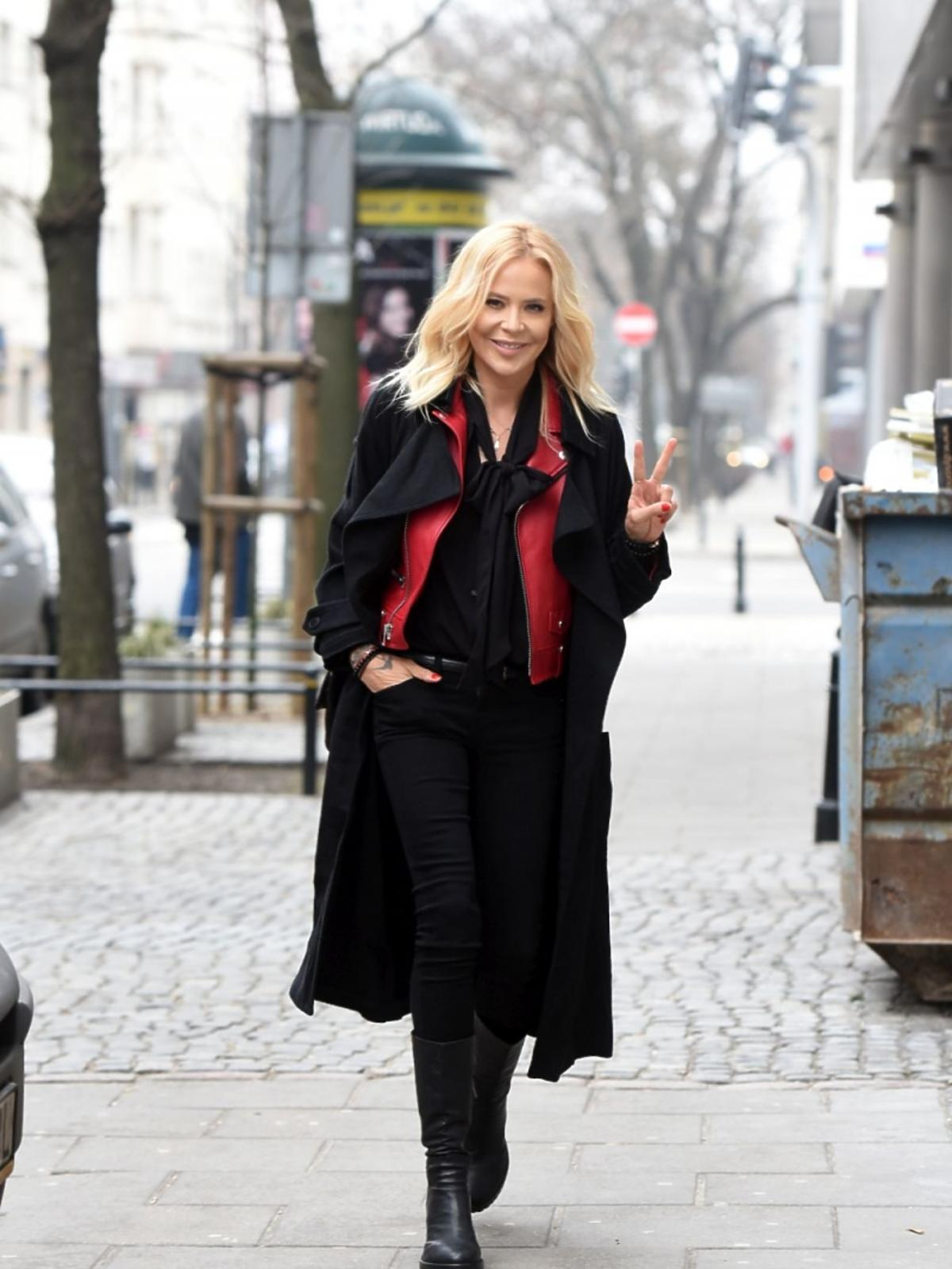 Maja Sablewska pod studiem DDTVN