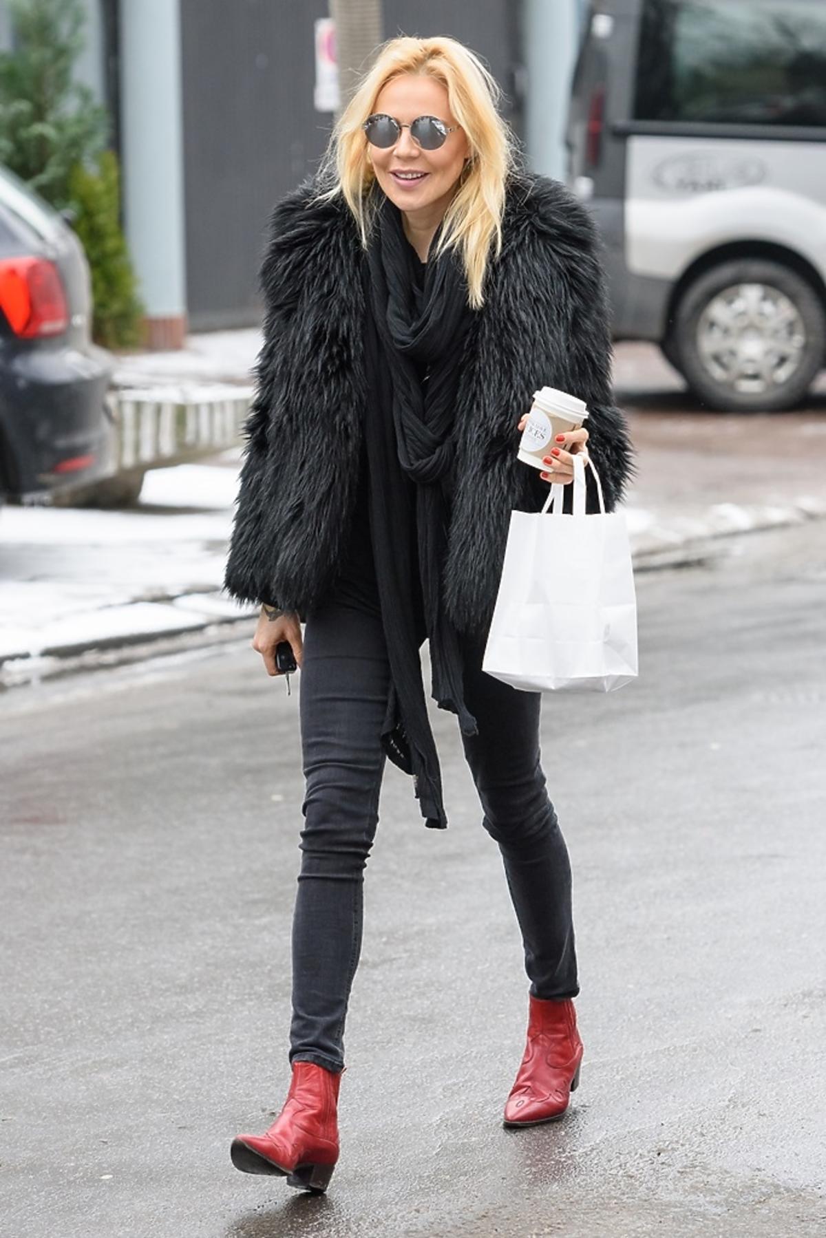Maja Sablewska ubrana na czarno