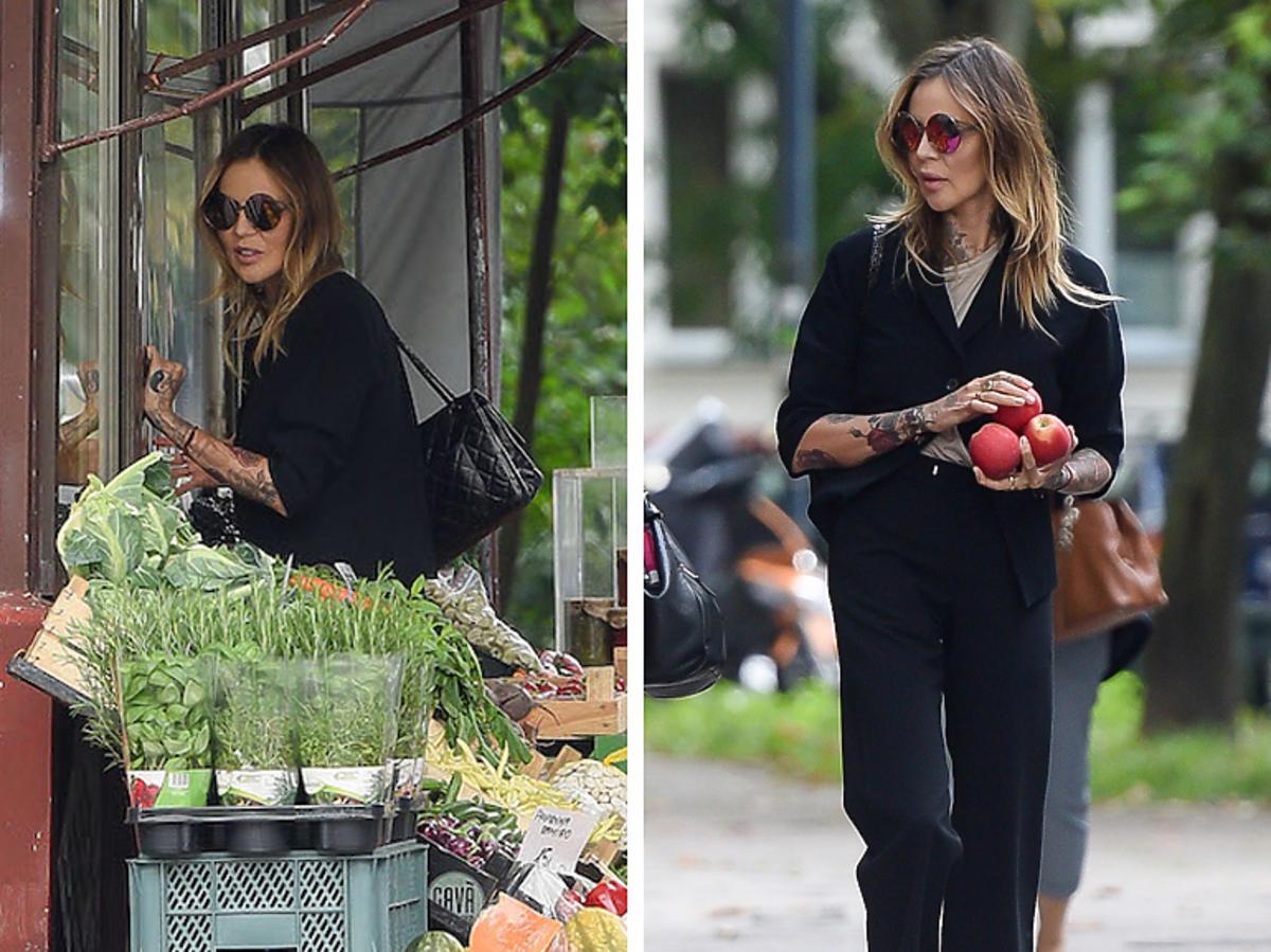 Maja Sablewska w czerni na zakupach w warzywniaku