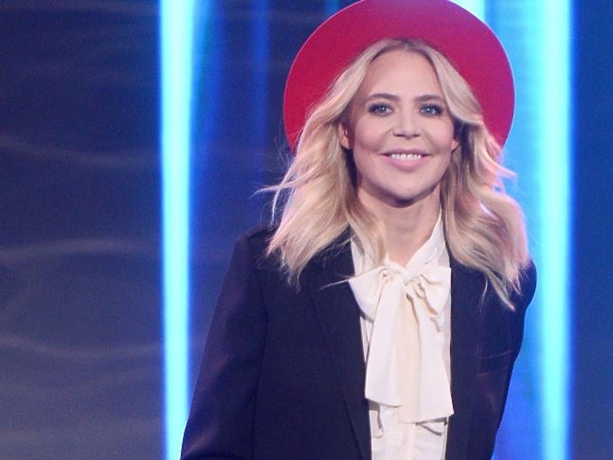 Maja Sablewska w czerwonym kapeluszu