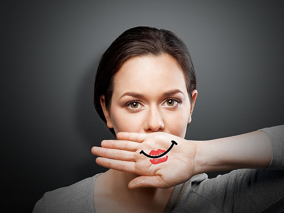 Makijaż tuszujący bliznę