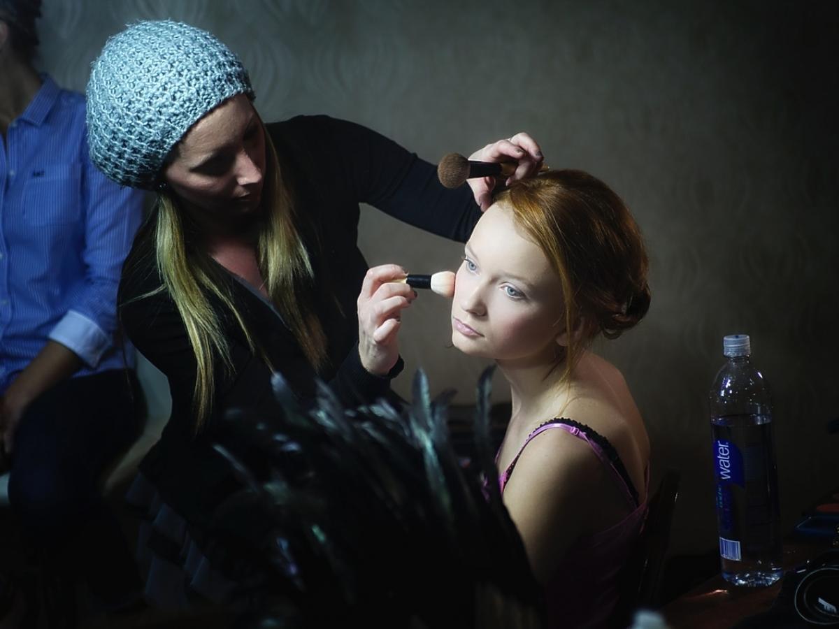 Makijażystka przy pracy