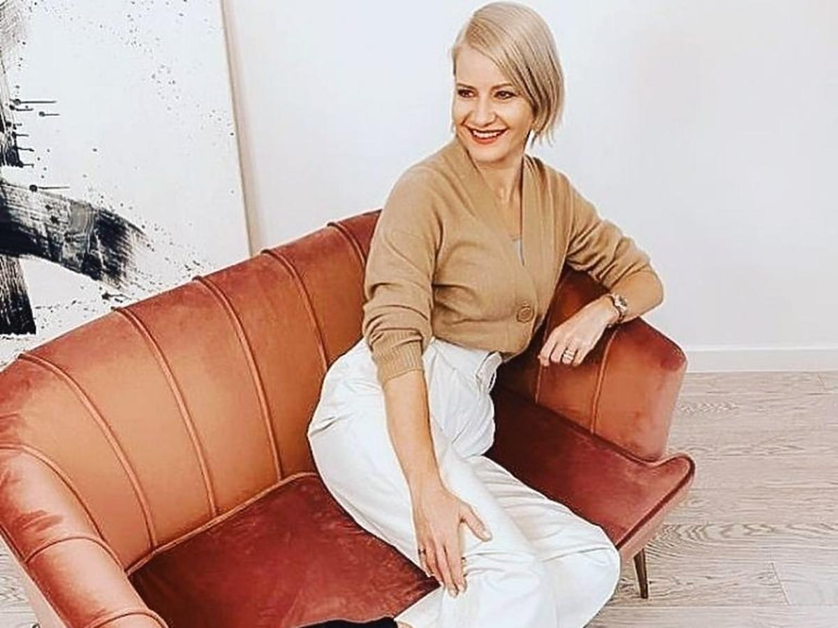 Małgorzata Kożuchowska w beżowym swetrze