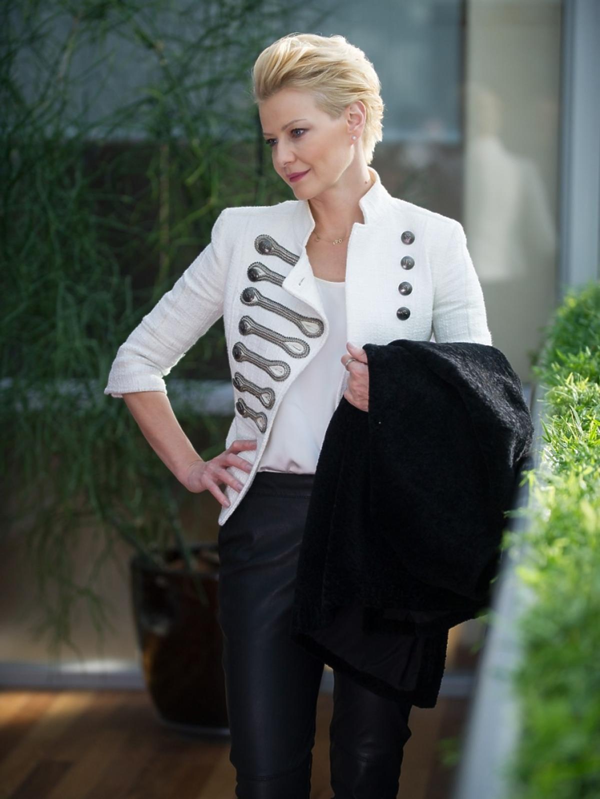 Małgorzata Kożuchowska w czarnych spodniach