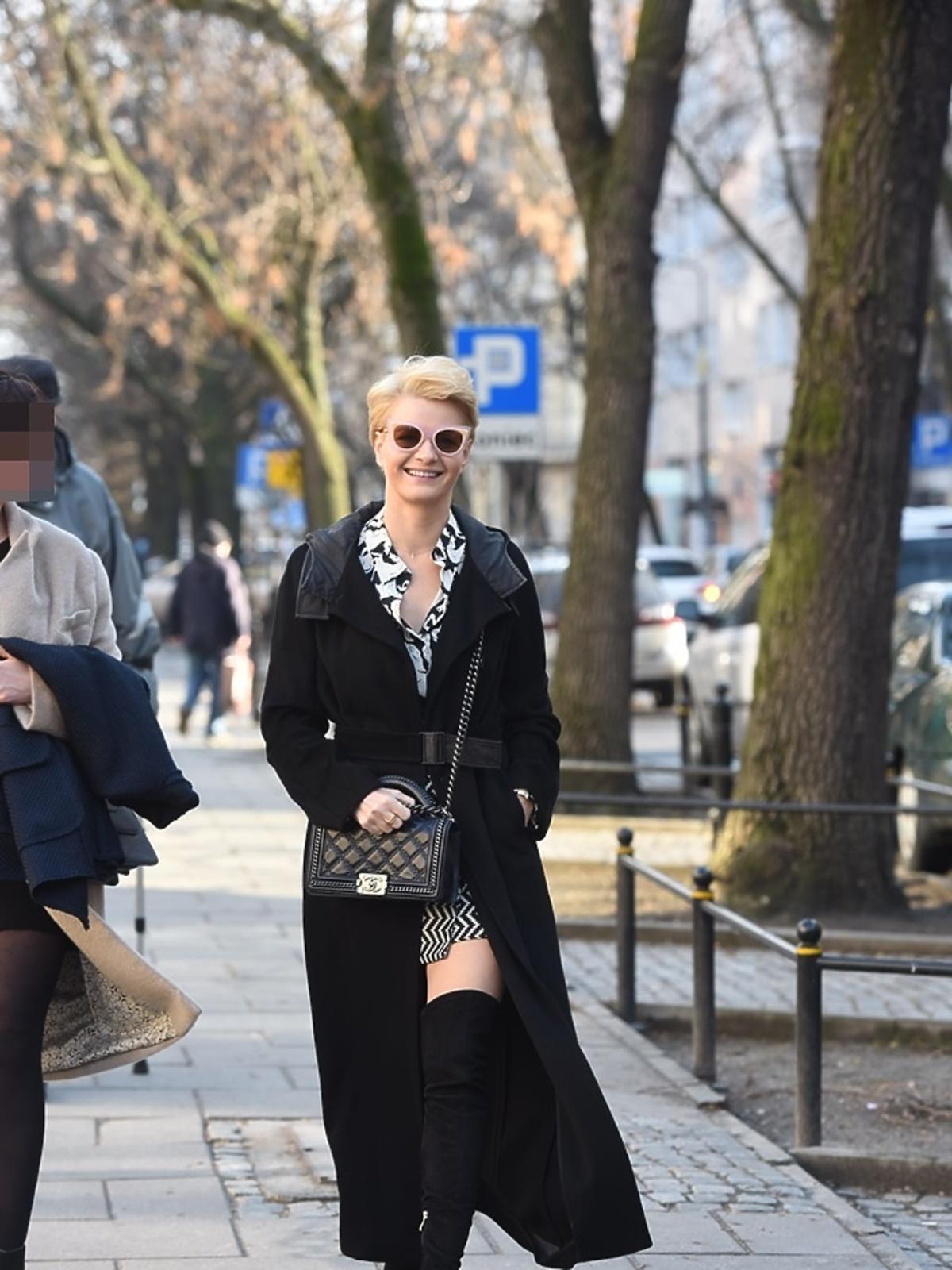 Małgorzata Kożuchowska w czarnym płaszczu