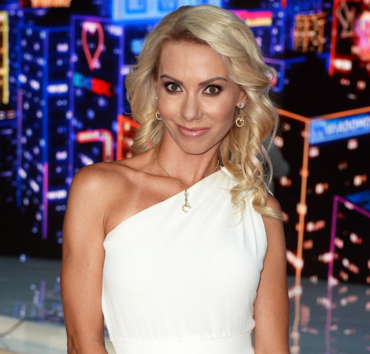 Małgorzata Opczowska w białej sukience