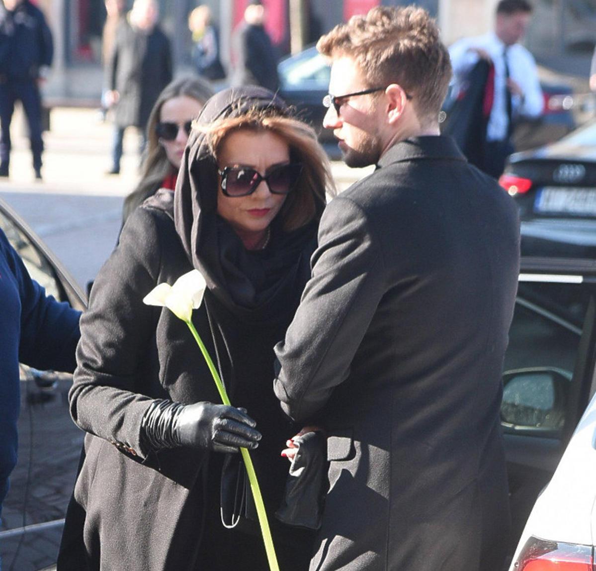 Małgorzata Ostrowska-Królikowska i Antoni Królikowski na pogrzebie Pawła Królikowskiego