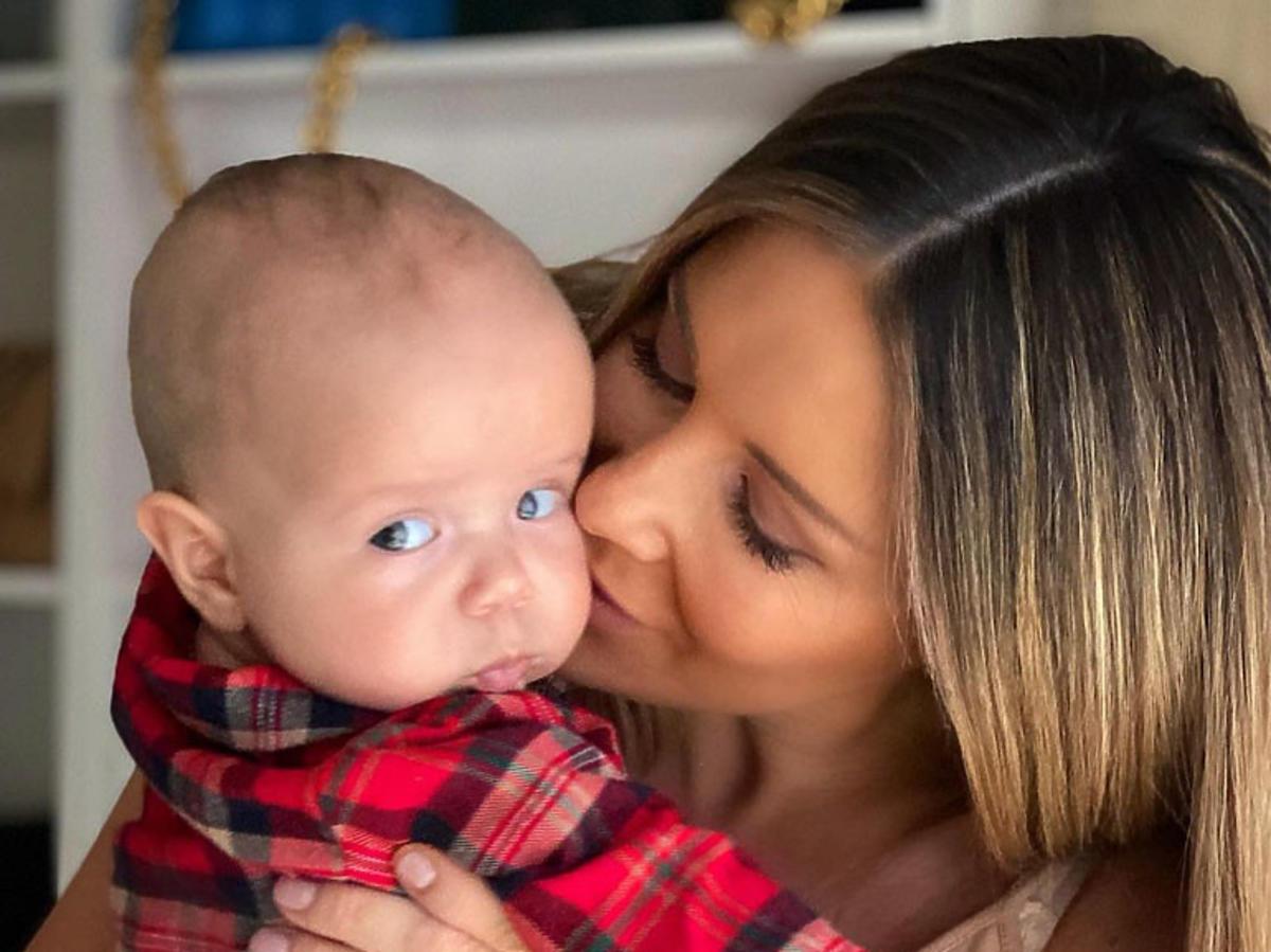 Małgorzata Rozenek całuje dziecko