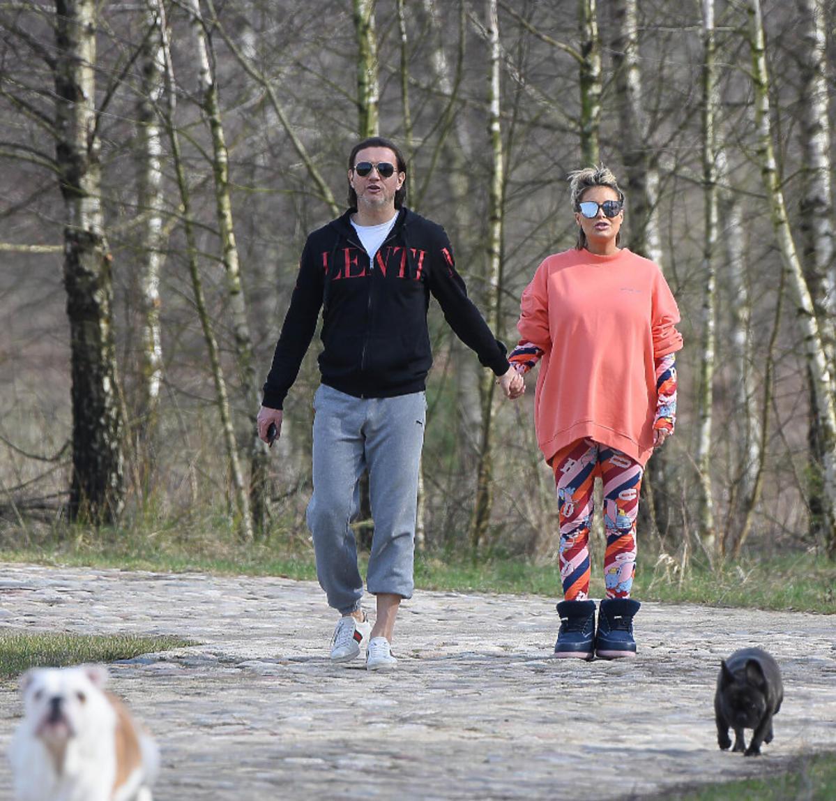Małgorzata Rozenek i Radosław Majdan na spacerze