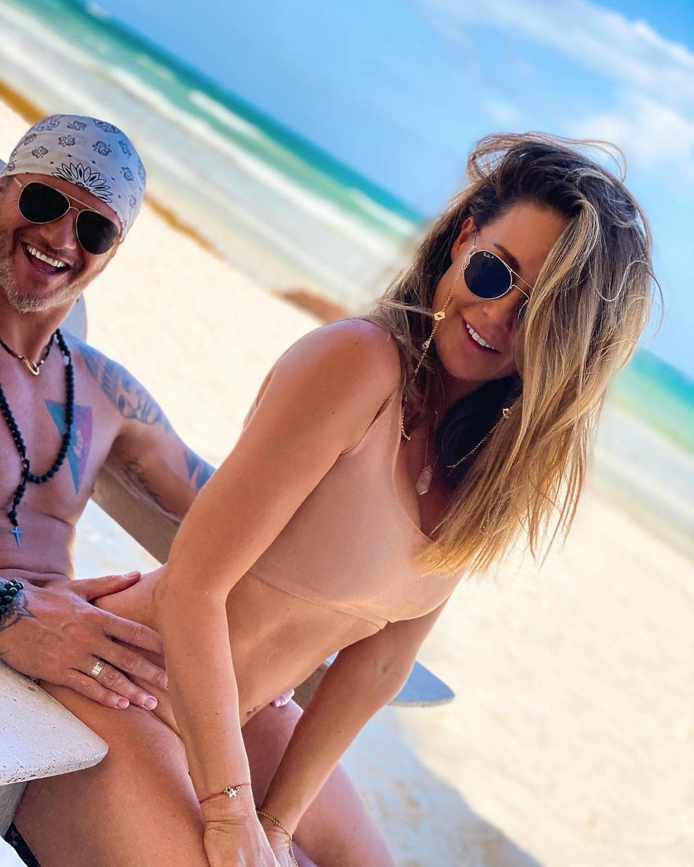 Małgorzata Rozenek i Radosław Majdan opublikowali odważne zdjęcie z plaży w Meksyku