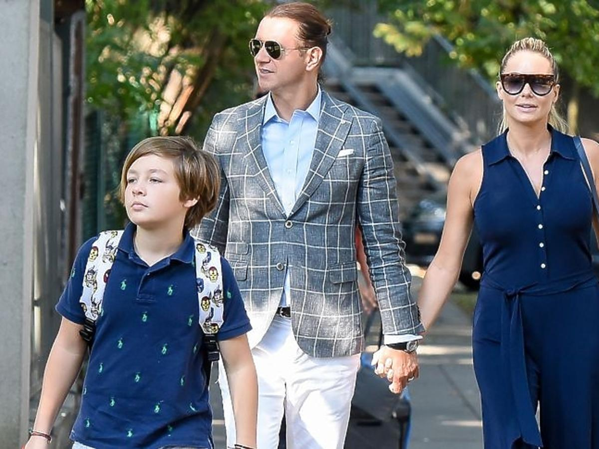 Małgorzata Rozenek i Radosław Majdan z synami na rozpoczęciu roku szkolnego