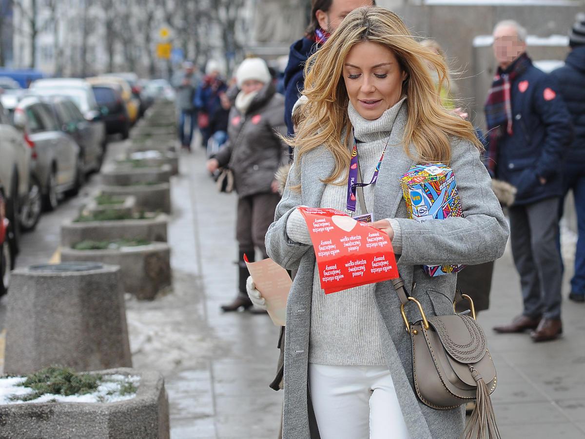 Małgorzata Rozenek-Majdan z Radosławem Majdanem i dziećmi zbierają pieniądze na WOŚP