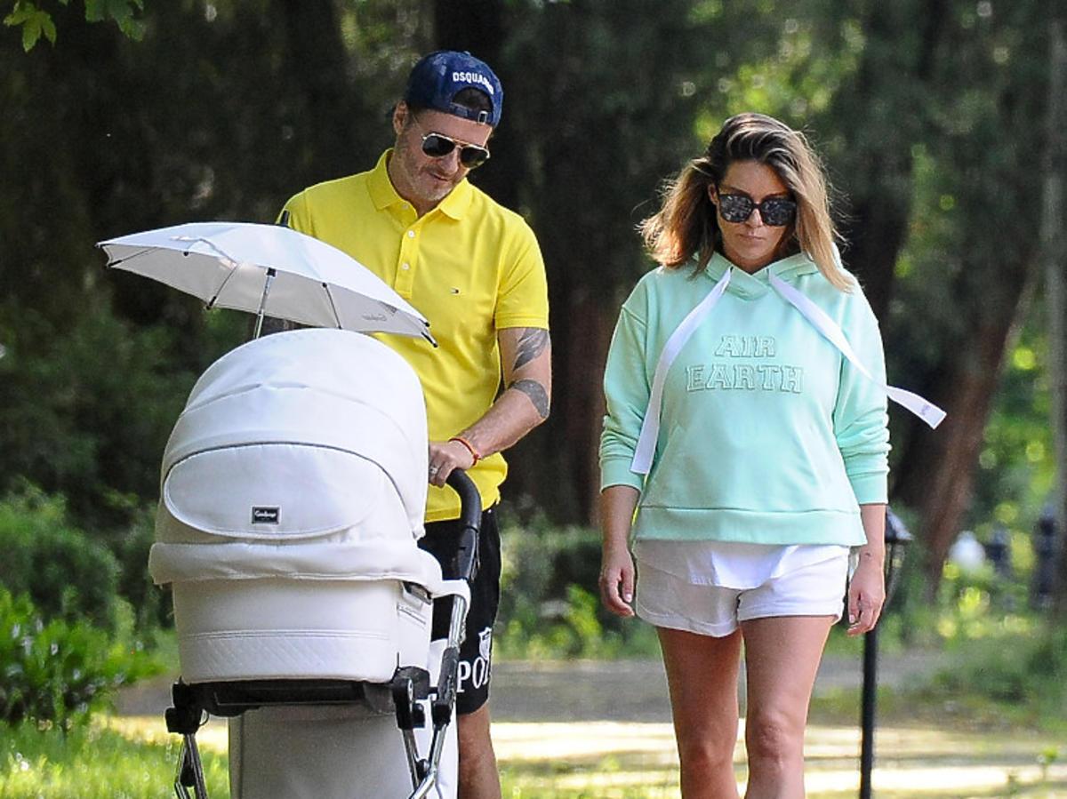 Małgorzata Rozenek na spacerze z synem