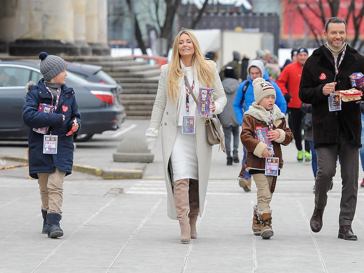 Małgorzata Rozenek, Radosław Majdan z dziećmi zbierają na WOŚP