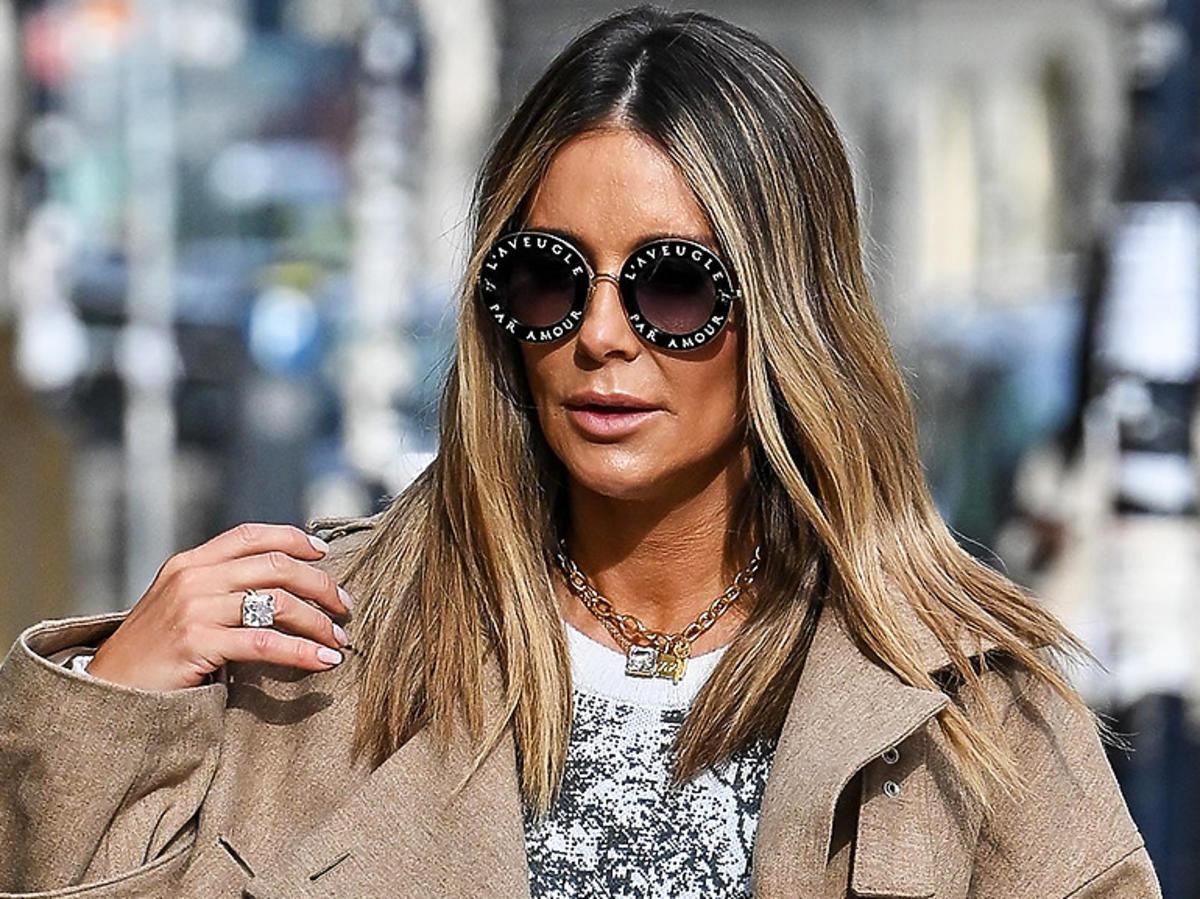 Małgorzata Rozenek w beżowej kurtce i słonecznych okularach na ulicy