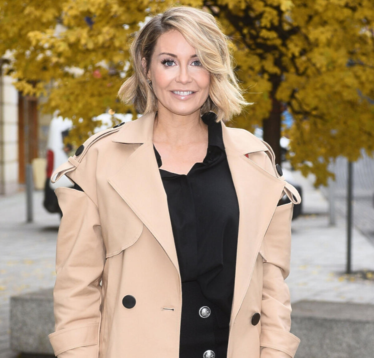 Małgorzata Rozenek w beżowym płaszczu
